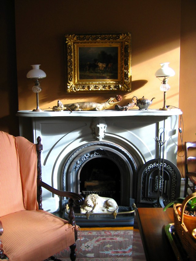 22-front-rm-mantel