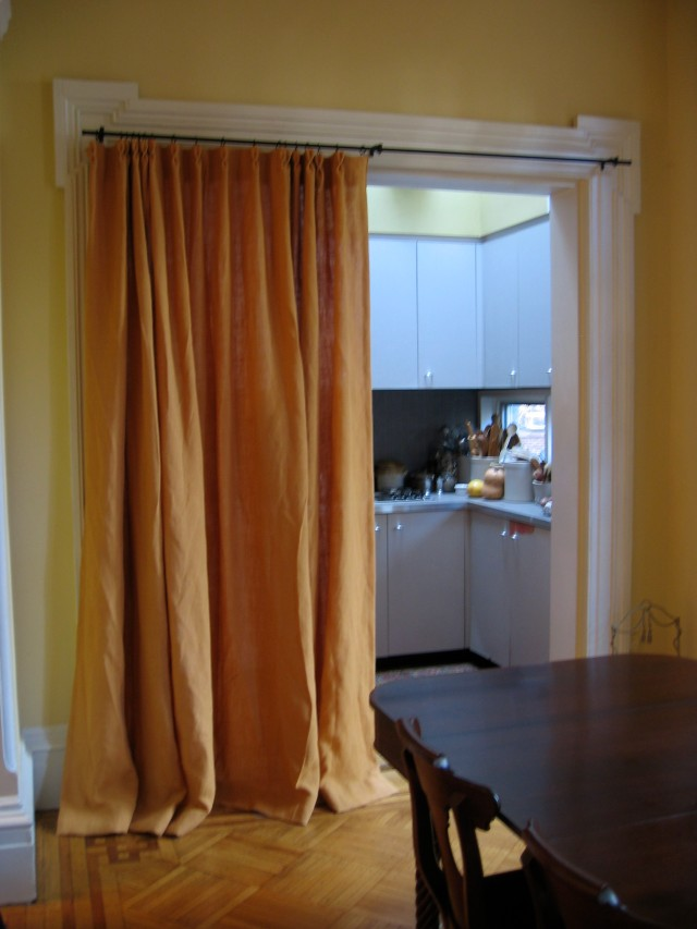 47-dining-rm-curtain-to-kitch