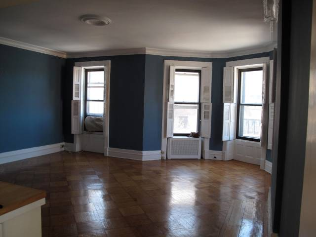 Bay-windowed living room, 1 BR at busy Park Slope intersection, $2,600