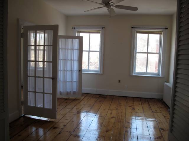 Top floor, Henry between Kane and DeGraw, $1,950