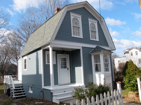 Gambrel roof greenport cottage 325k c a s a c a r a for Gambrel roof cabin plans
