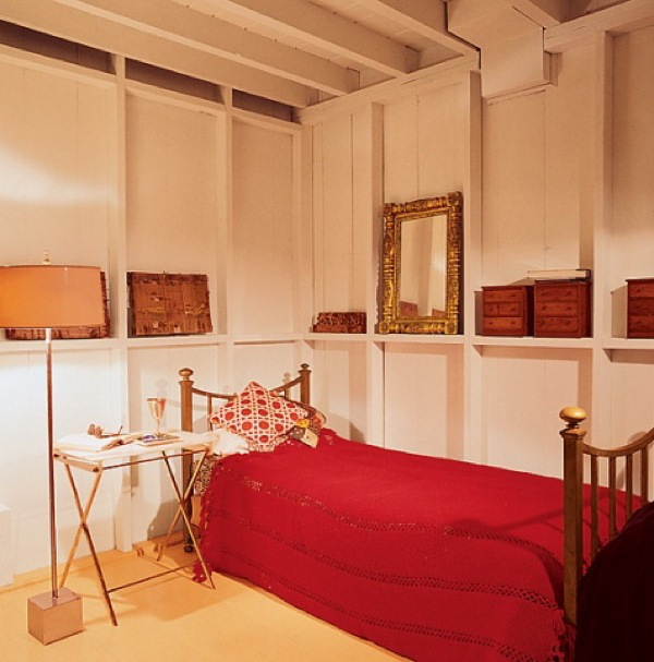 truman-capote-hamptons-home-bedroom
