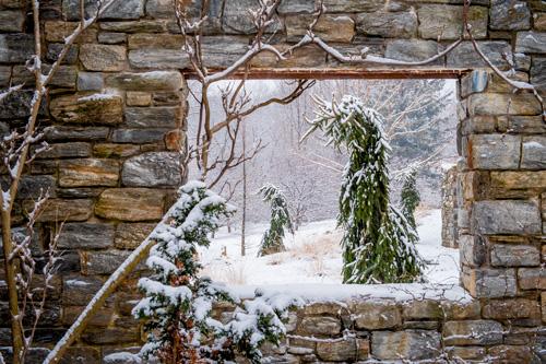 p.142-3_Ruin-in-snow_RC